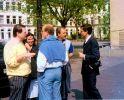 Auf dem Schulhof: v.l. Rainer und Anne Bollmohr, Matthias Eisenberg, Peter Meenzen, Peter Merz.